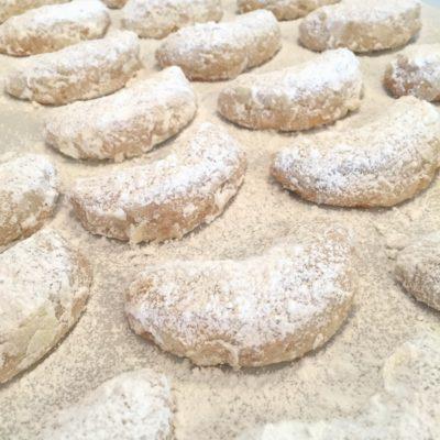 Christmas: Pecan Crescent Cookies